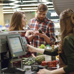 Almacenes de Cadena y Supermercados.